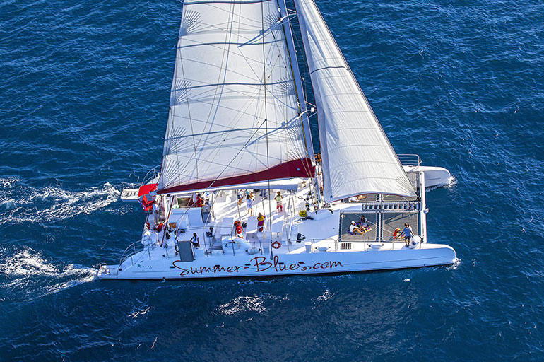Profesionnal catamarans Day Charter - Fountaine Pajot